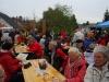 Messdiener von Alsweiler bieten heise und kalte Getranke an